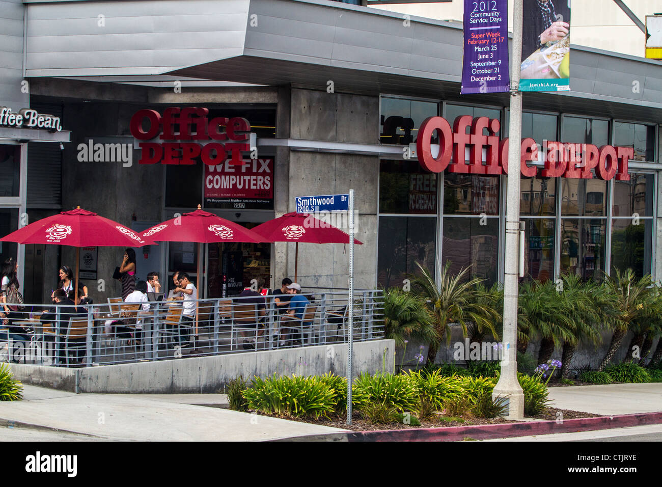 Office Depot Store On Pico Blvd In Los Angeles With An Outdoor Patio And A  Coffee Bean Coffee Shop Next Door