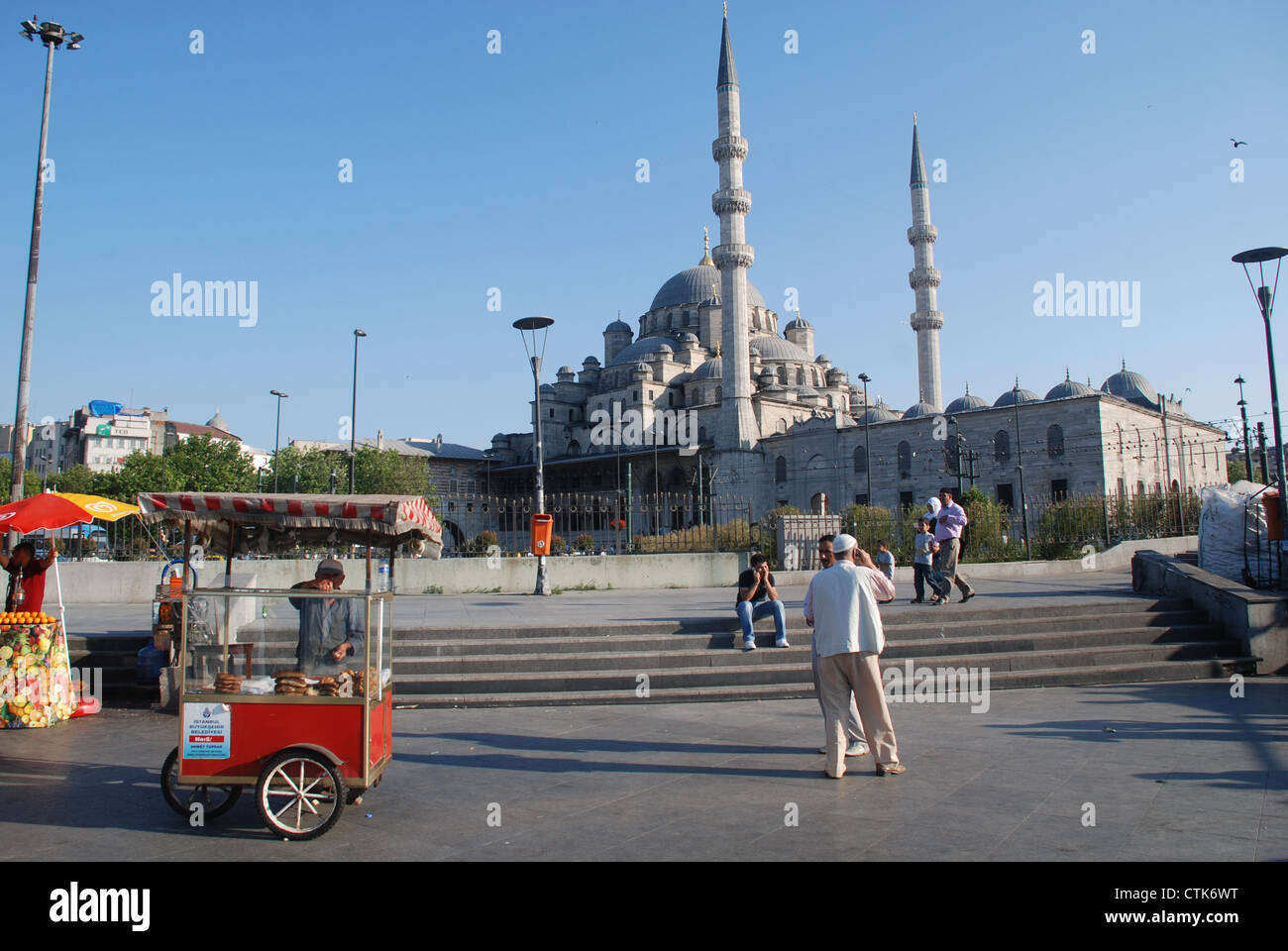 A pastry-seller in front of a mosque in Istanbul. Picture by: Adam Alexander/Alamy - Stock Image