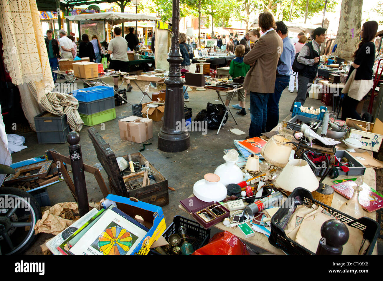 Second hand market selling a variety of goods in Place