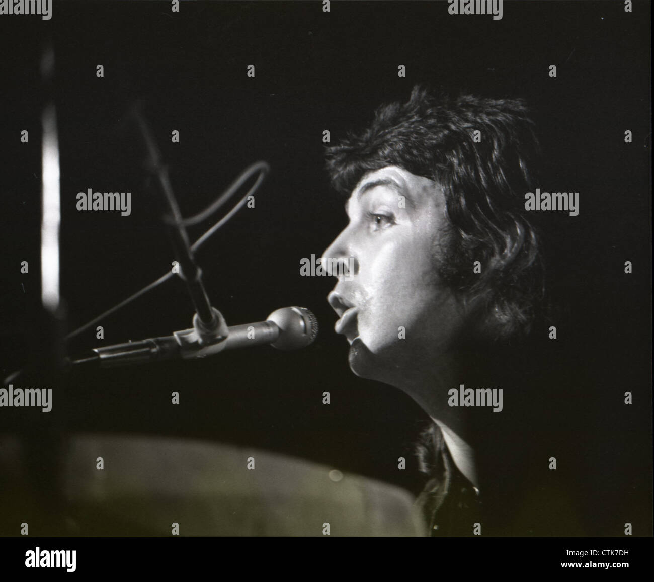 003809 - Paul McCartney in concert with Wings during their 1973 UK Tour - Stock Image