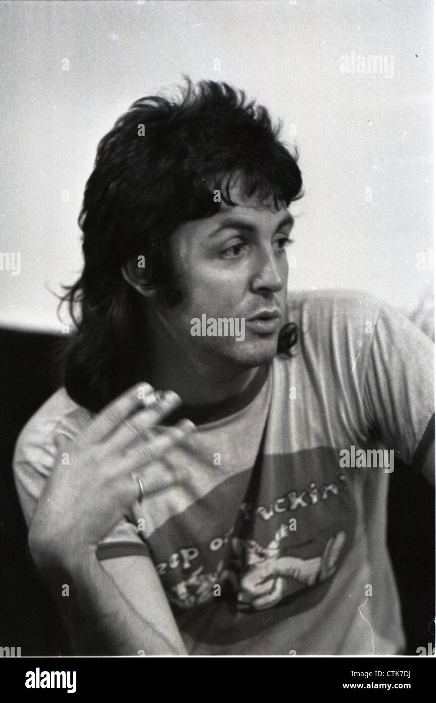 003821 - Paul McCartney backstage during the Wings 1973 UK Tour - Stock Image