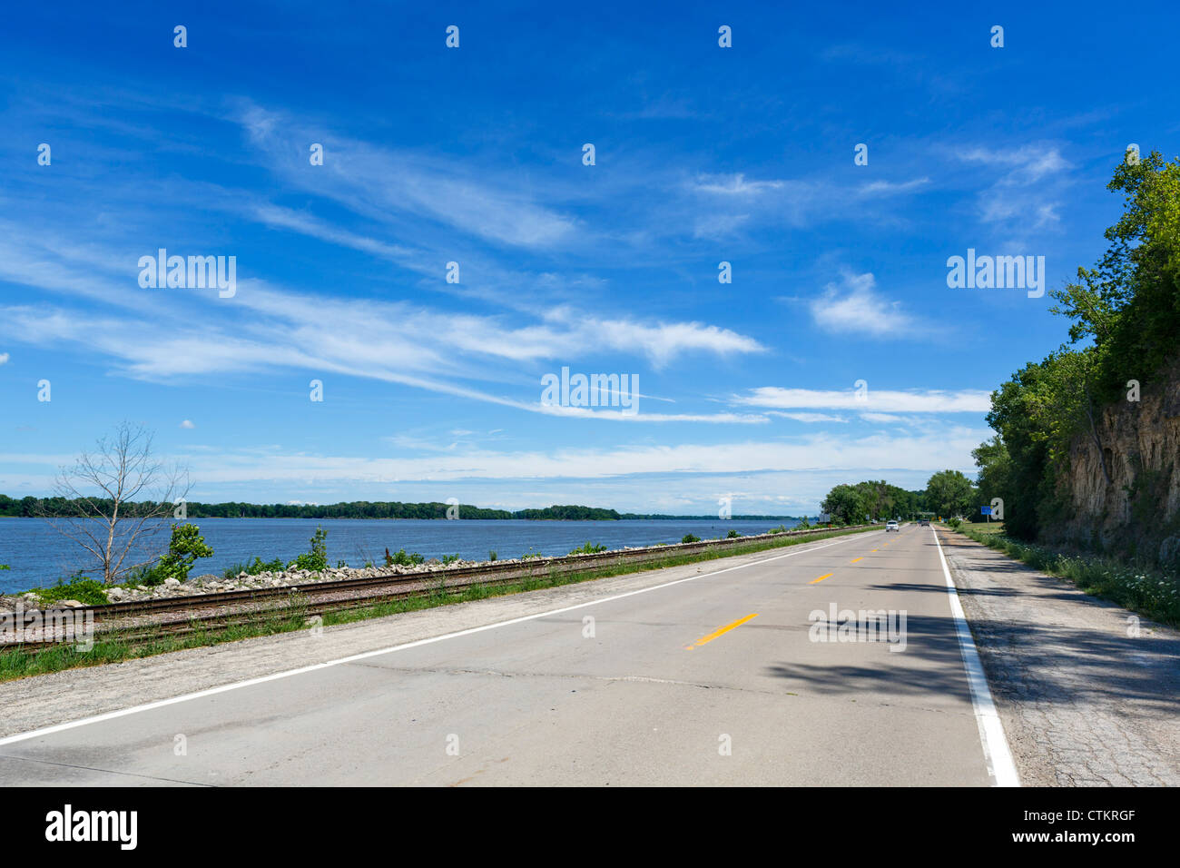 The Great River Road (MO 78) alongside the Mississippi River between Hannibal and St Louis, Missouri, USA - Stock Image