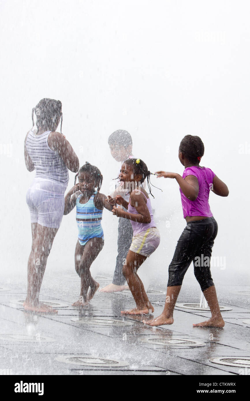 Children playing in the fountains at Piccadilly Gardens Manchester - Stock Image