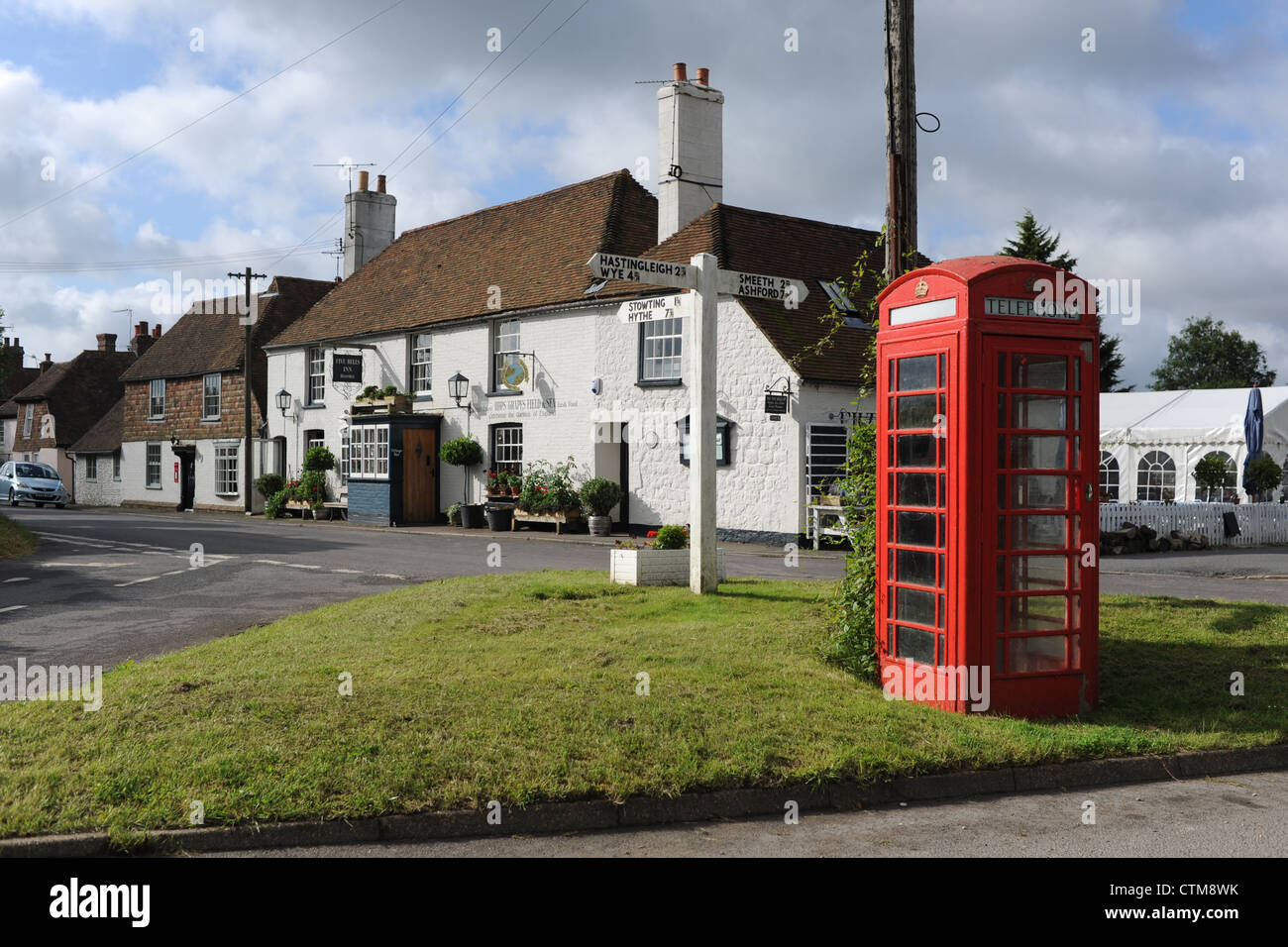The Five Bells Inn traditional English pub at Rabourne village in Kent UK with old fashioned red telephone box - Stock Image