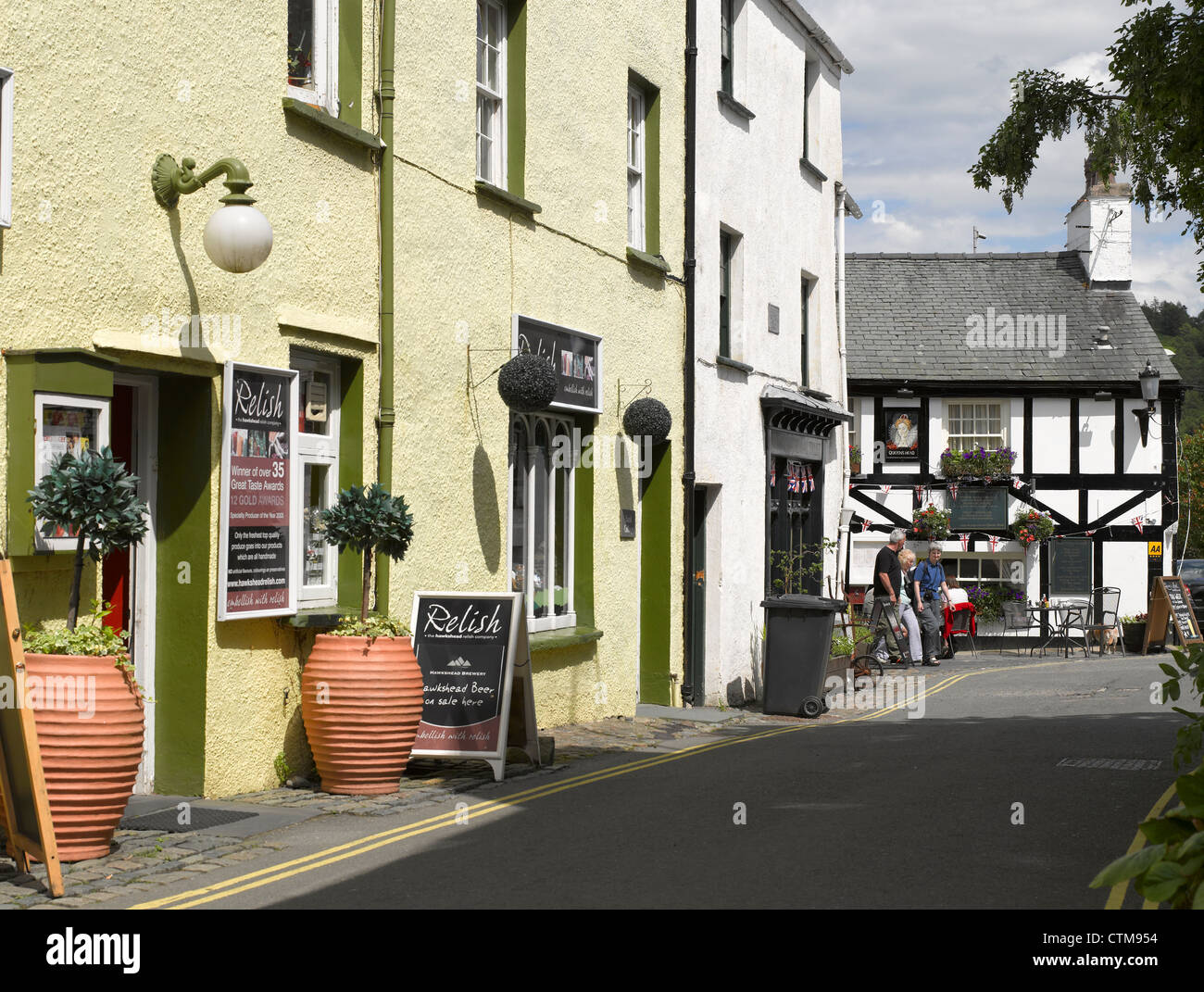 Looking down the narrow street to Queens Head Inn Hawkshead Cumbria England UK United Kingdom GB Great Britain - Stock Image