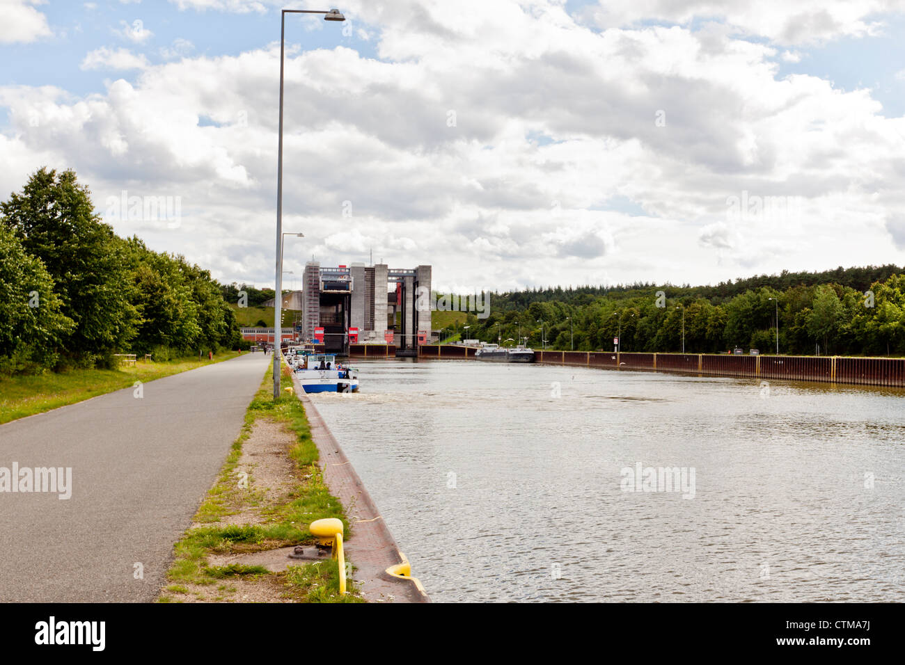 Twin ship lift at Scharnebeck on the Elbe Lateral Canal - Stock Image