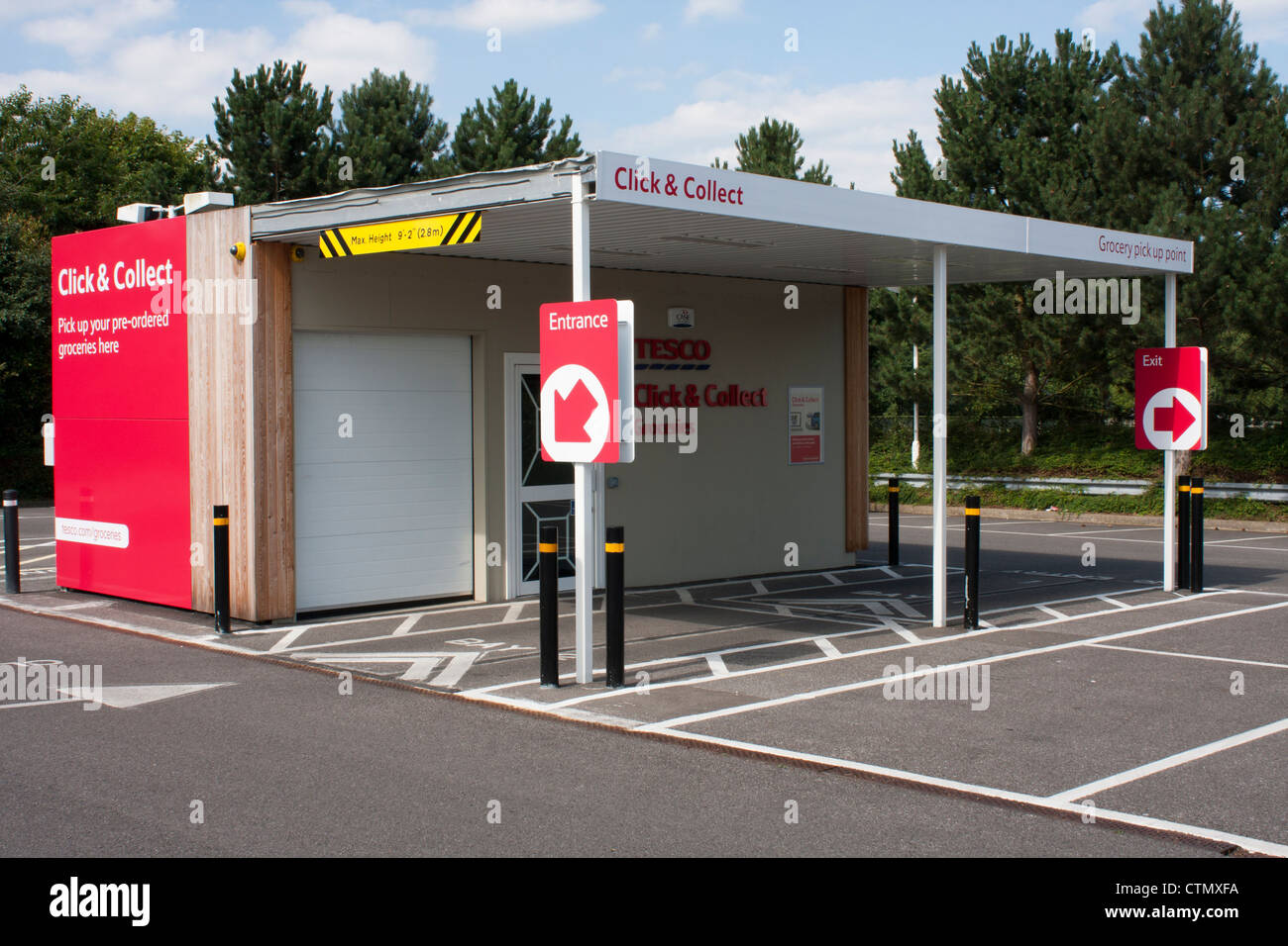 A Tesco supermarket Click & Collect outlet. - Stock Image
