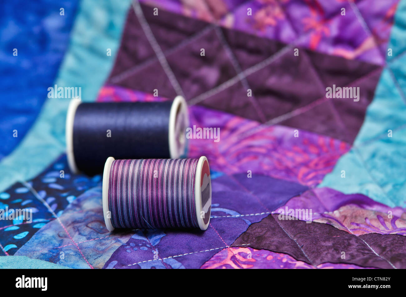 Colorful quilt and quilting thread - Stock Image
