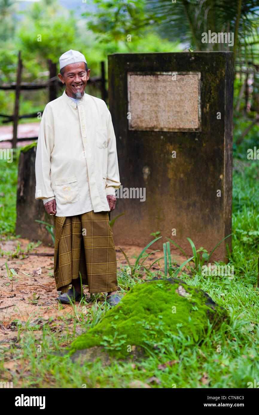 Khmer Cham caretaker of Marguerite Duras (French writer of 'The Lover') memorial in Prey Nop - Sihanoukville - Stock Image