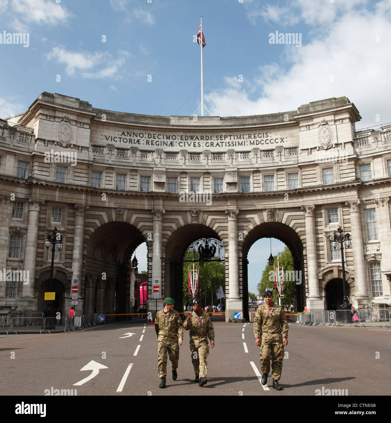The British Army at Admiralty Arch for the London 2012 Olympic Games. - Stock Image