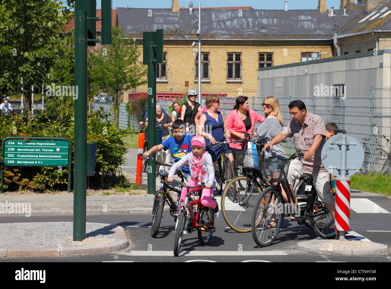 The Green 8 km bicycle route 51 from Nørrebro to Frederiksberg in Copenhagen meets the C99 bicycle superhighway - Stock Image