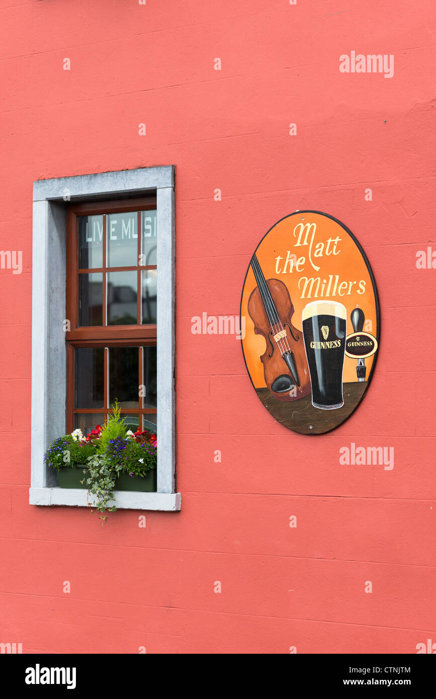 Close up detail of a colourful Irish pub in Kilkenny city, County Kilkenny, Leinster, Republic of Ireland. - Stock Image