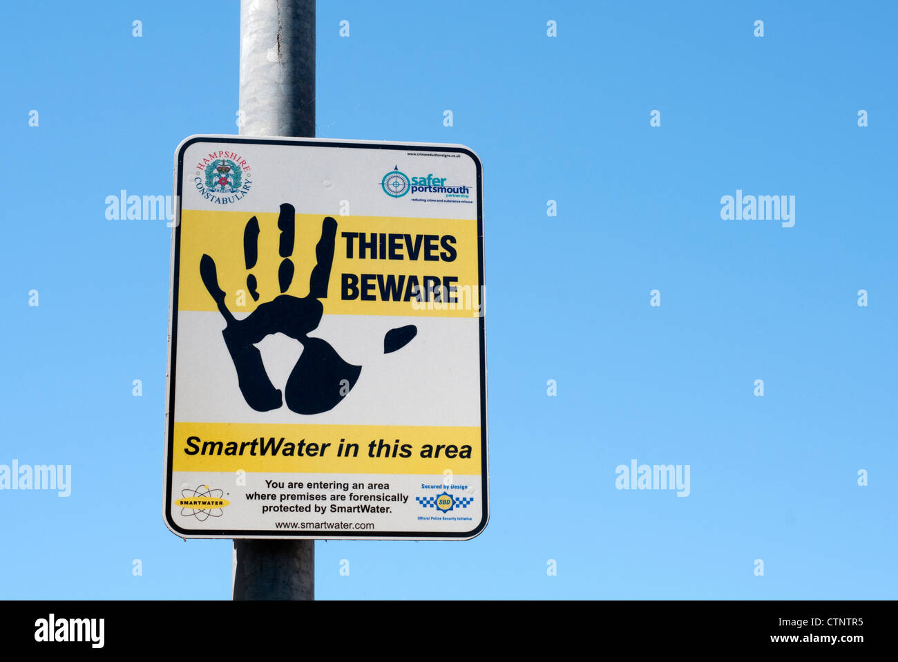 thieves beware warning sign Portsmouth - Stock Image