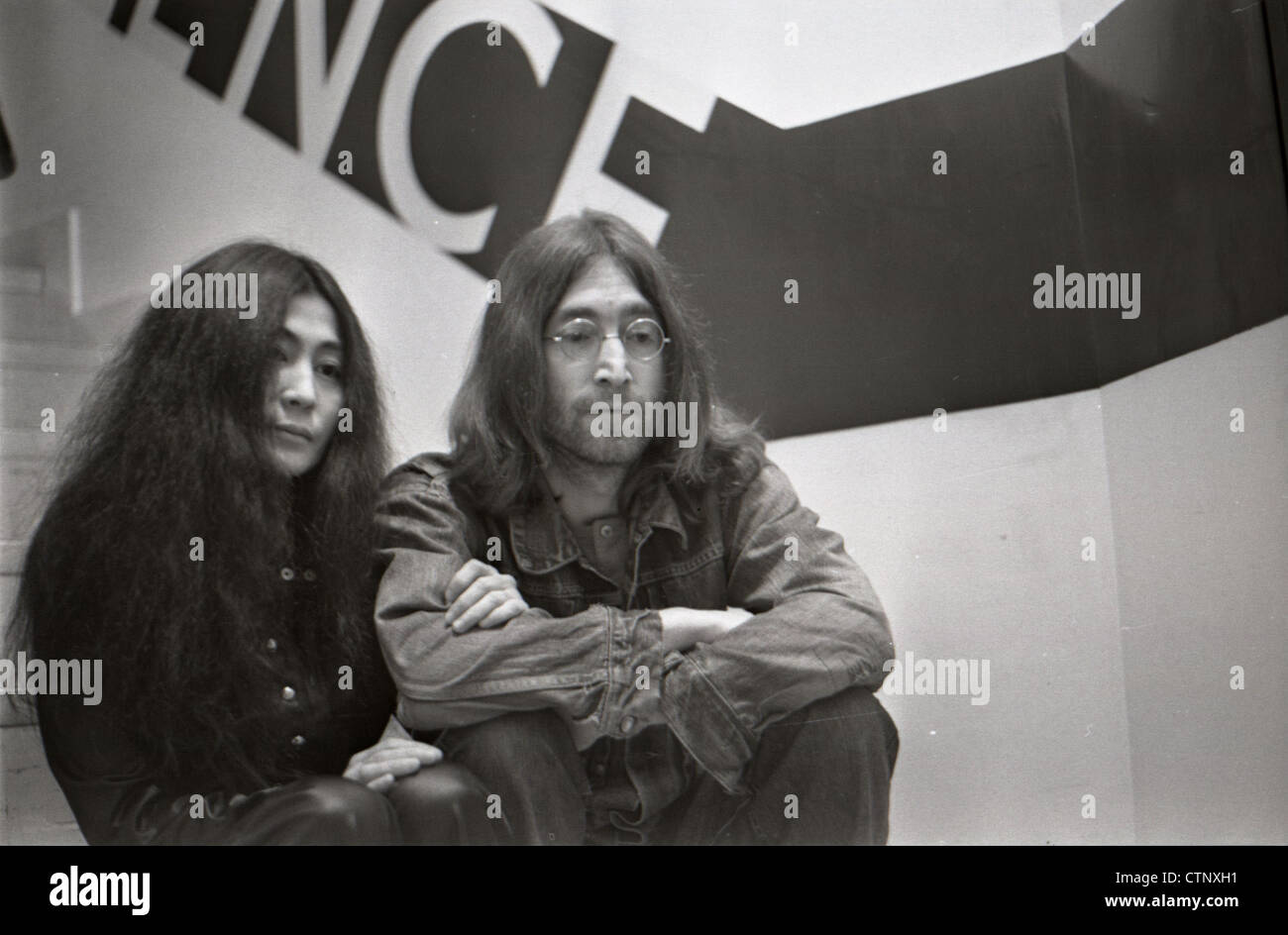 003654 - John Lennon and Yoko Ono in Cambridge on 2nd March 1969 - Stock Image