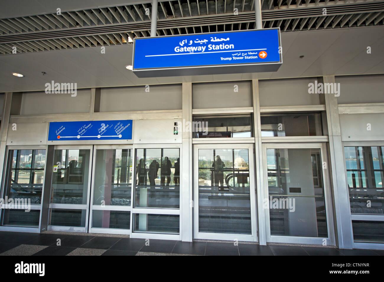 Metrō Dubayy Dubai United Arabien Emirates UAE architecture luxury luxus blue giant gigantic modern glass - Stock Image