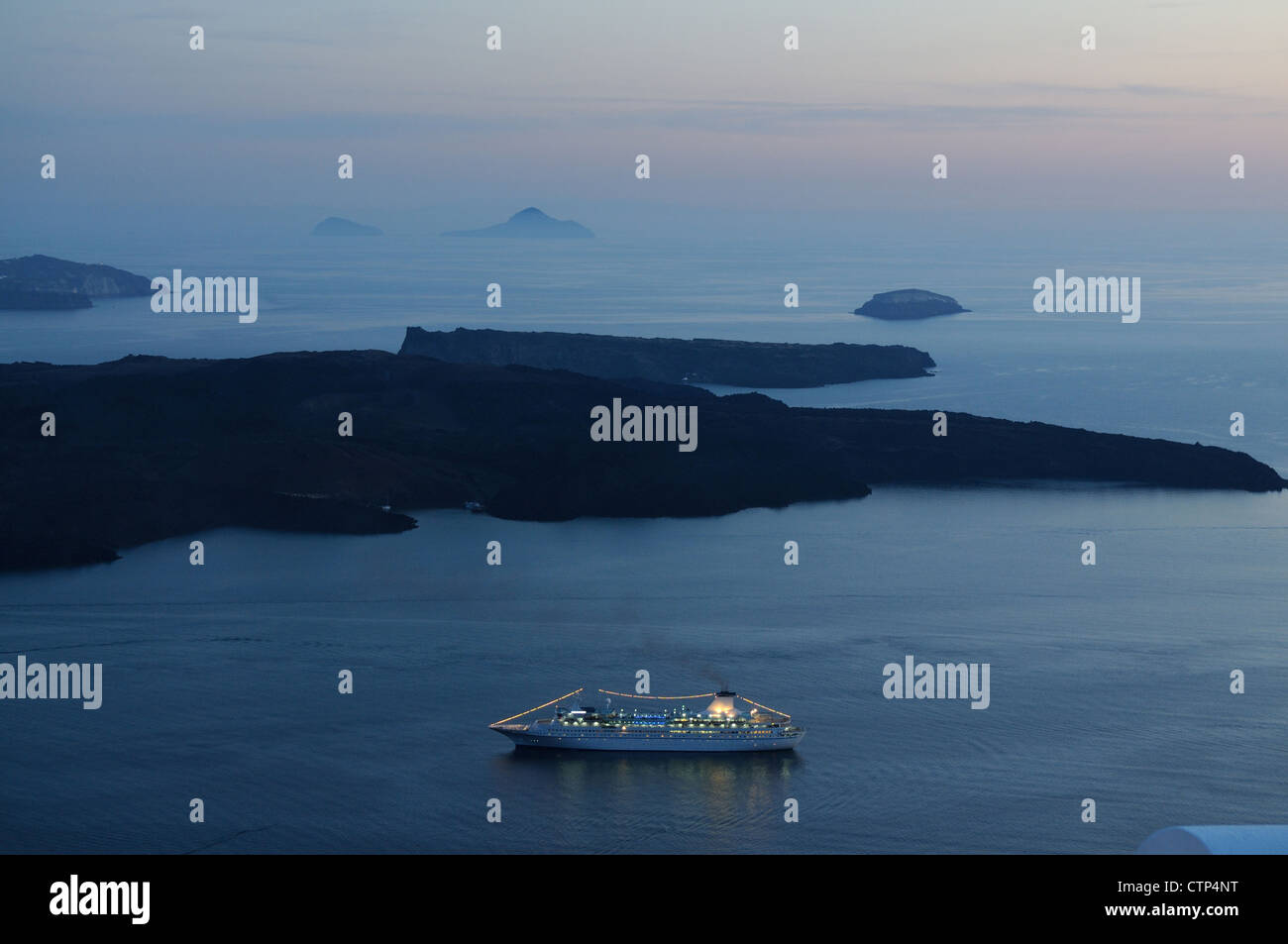 Passenger ship at coast of Santorini - Stock Image