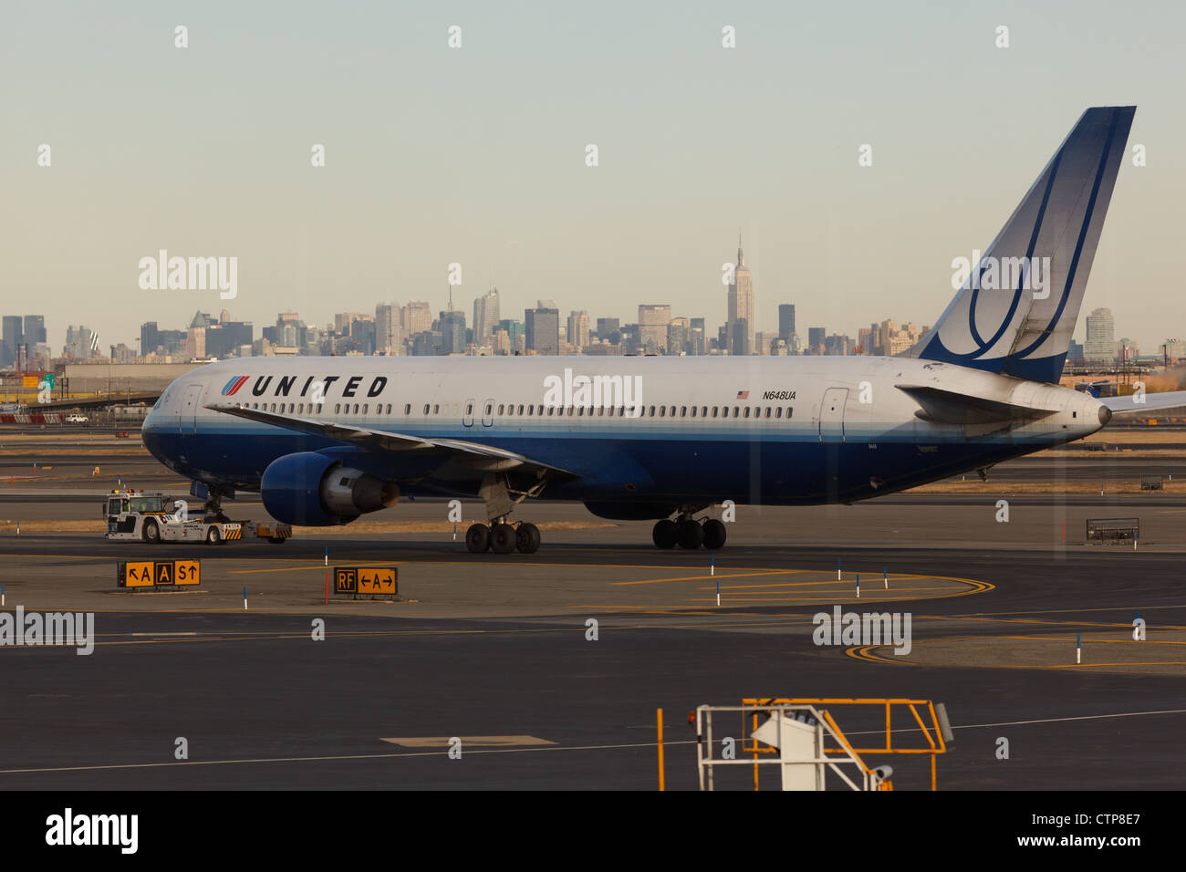 Continental Airlines Boeing in Newark airport - Stock Image
