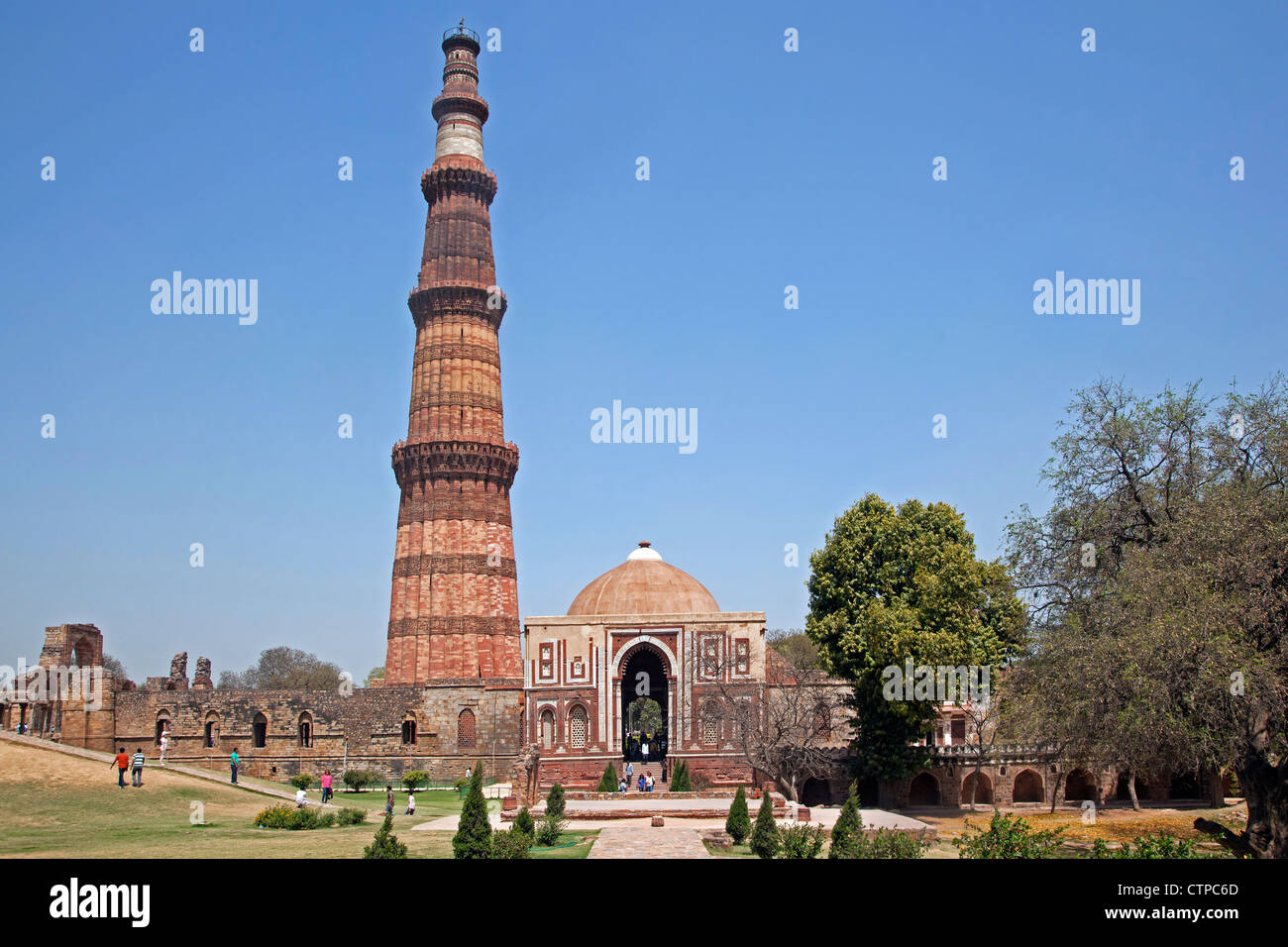 Qutub Minar / Qutb Minar, UNESCO World Heritage Site and tallest minaret in Delhi, India - Stock Image