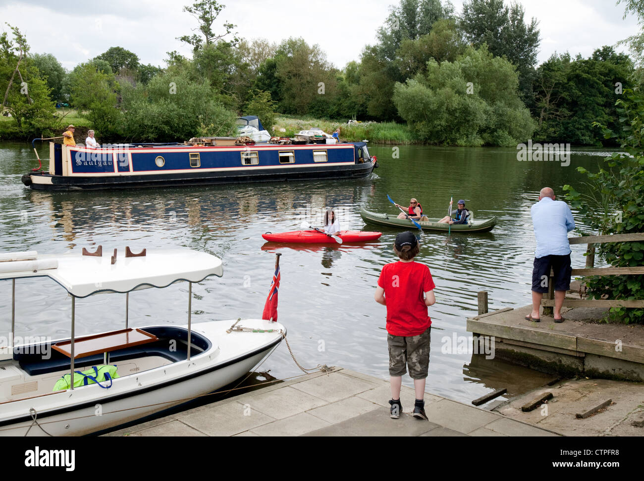 People messing around on boats on the River Thames at Wallingford Oxfordshire UK - Stock Image