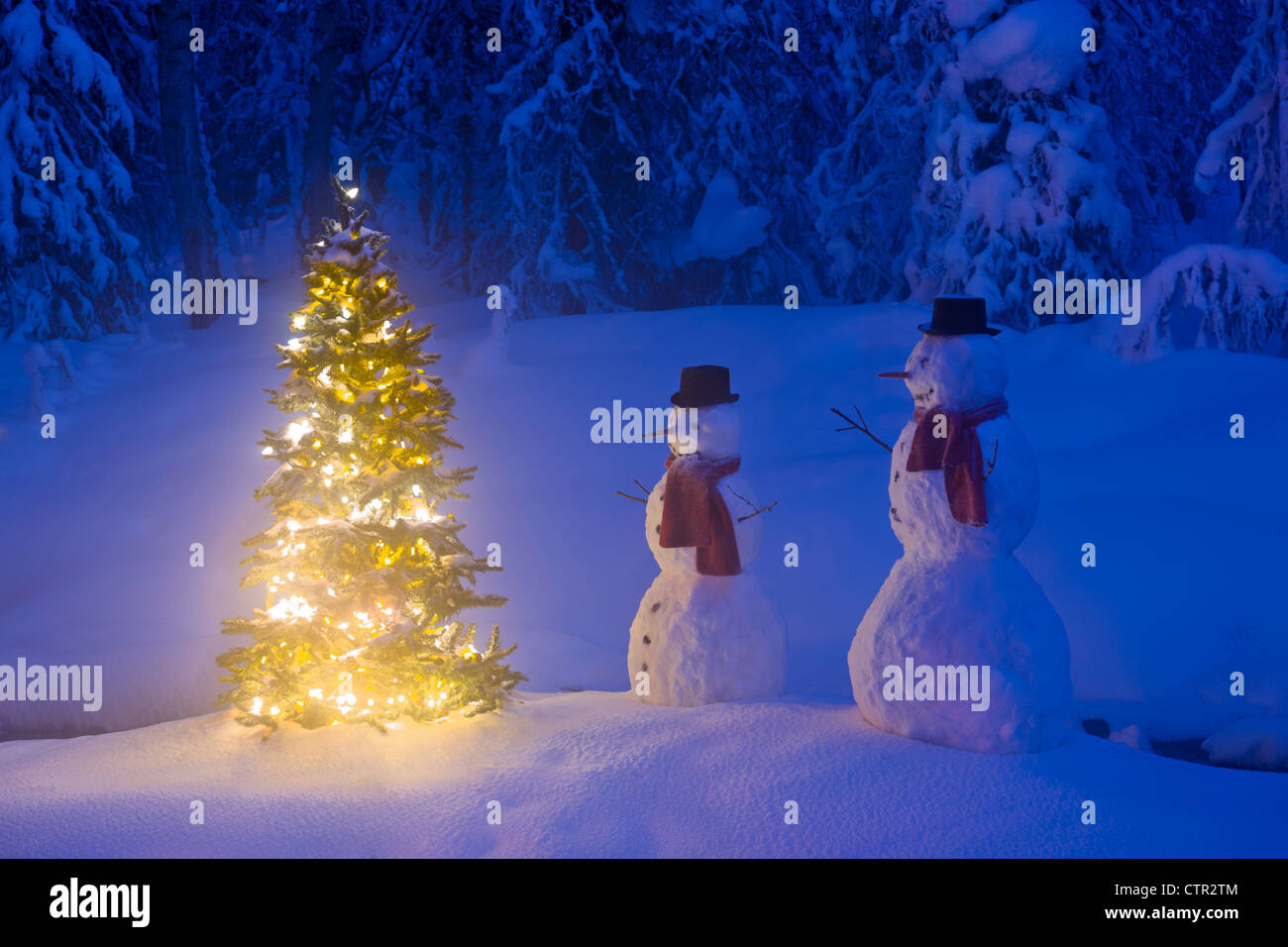 Snowmen Christmas Tree High Resolution Stock Photography And Images Alamy