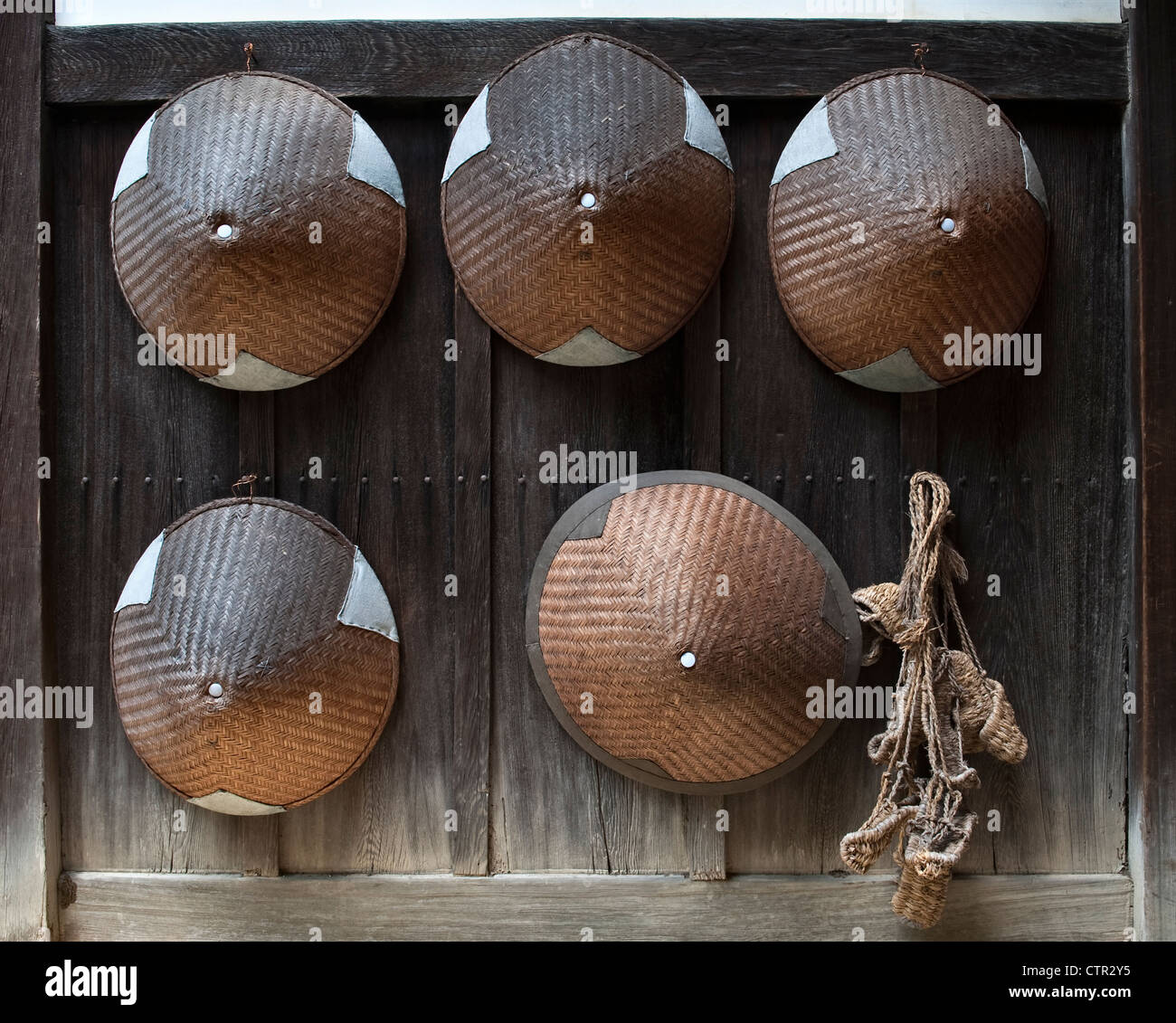Taizo-in temple, Myoshinji, Kyoto, Japan. Hats and rope sandals worn by begging (mendicant) monks. - Stock Image