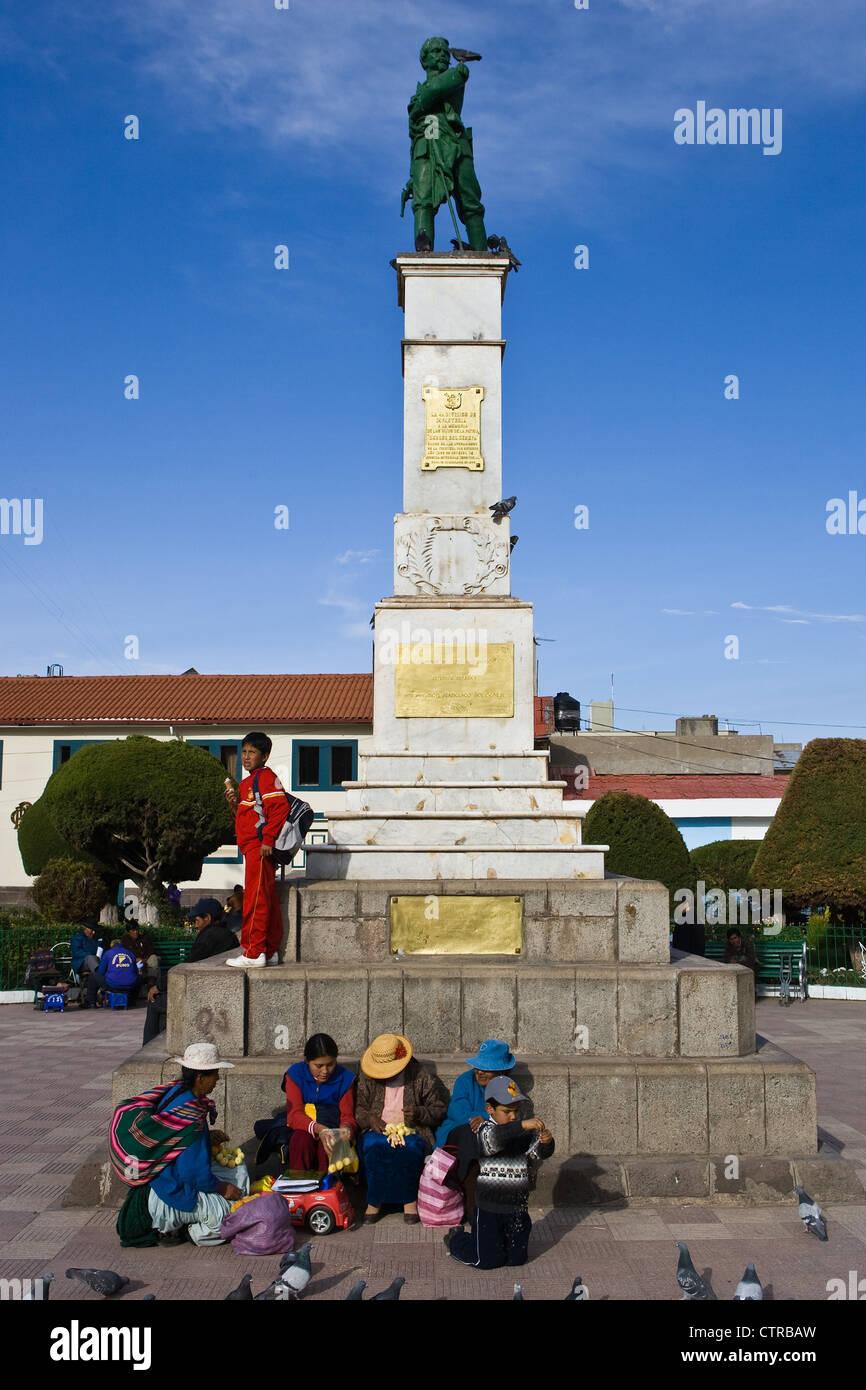 Don Francisco Bolognesi Statue and War Memorial, Plaza De Armas, Puno, Peru - Stock Image