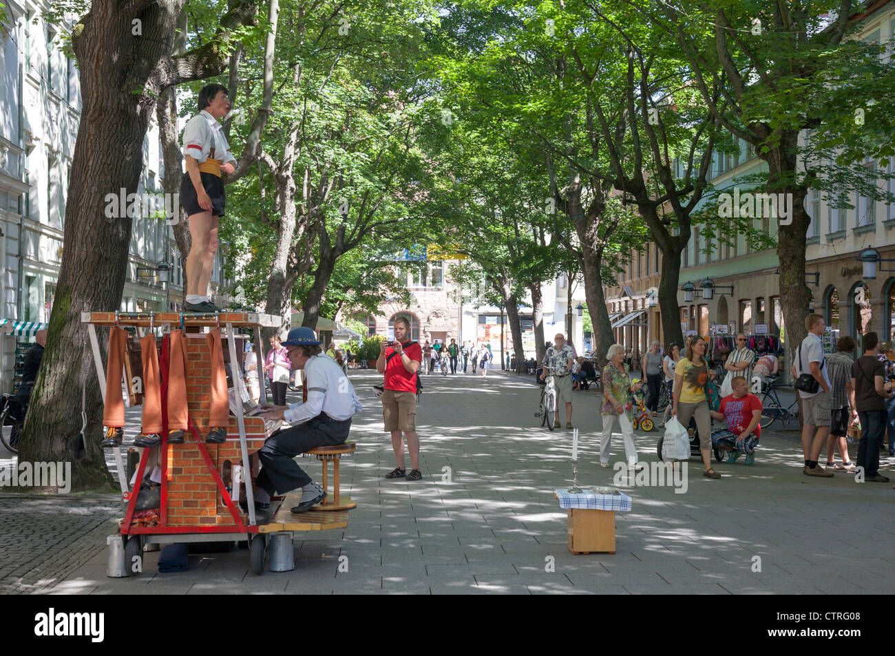 Schillerstrasse with buskers, Weimar, Thuringia, Germany - Stock Image