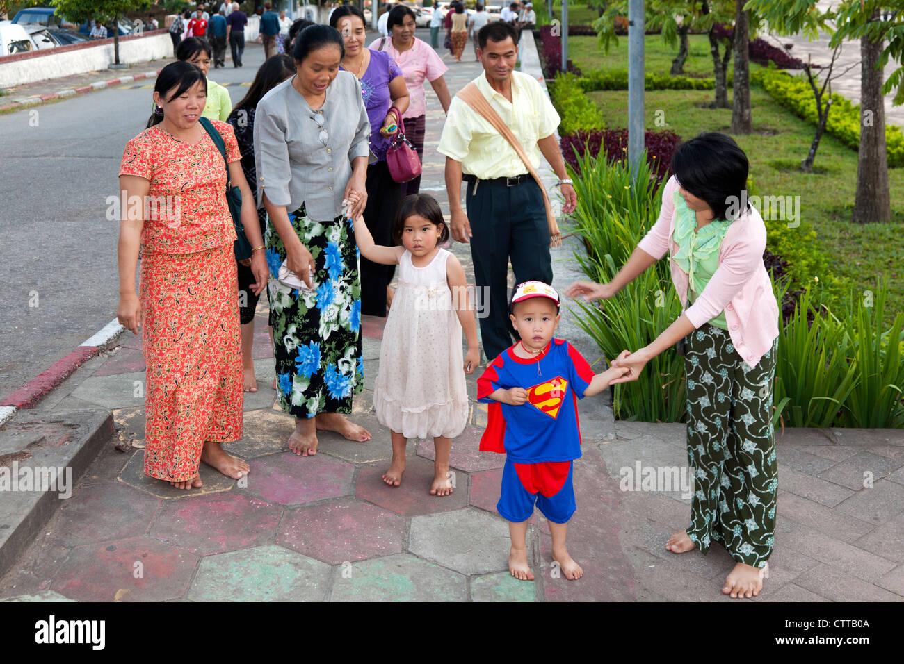 Burmese family, Yangon, Myanmar - Stock Image