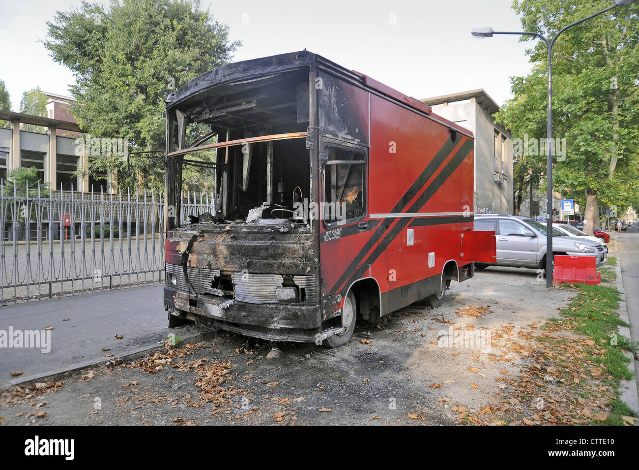 """Milan, food truck destroyed by arson  because the owner had refused to pay """"protection money"""" to a Mafia family Stock Photo"""