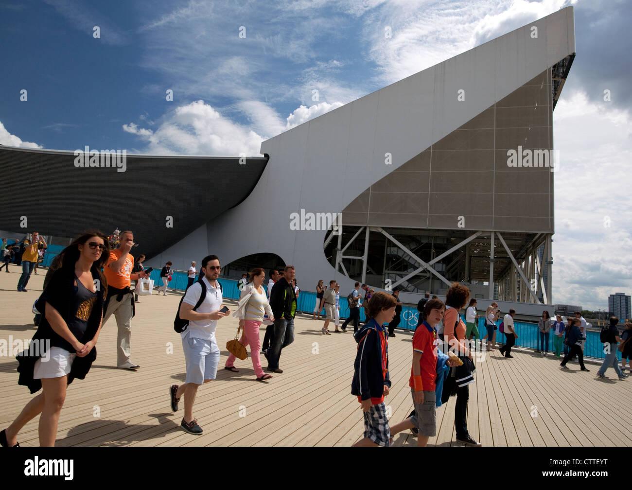 London 2012 Olympic Games - visitors arriving near Aquatics Centre - Stock Image