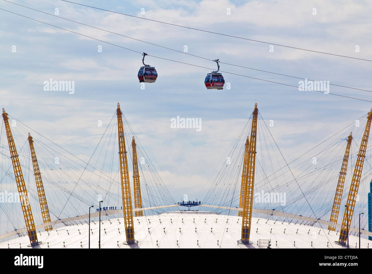 Cable cars spanning the O2 Arena where passengers cross between Royal Docks and Greenwich peninsula , London, England, - Stock Image