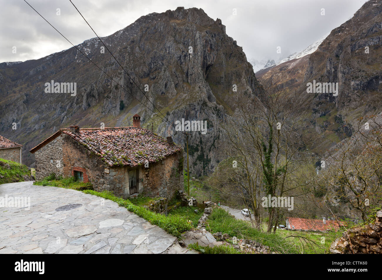 Camarmena Village on a shoulder of the Garganta del Cares gorge, Picos de Europa National Park, Asturias, Northern - Stock Image