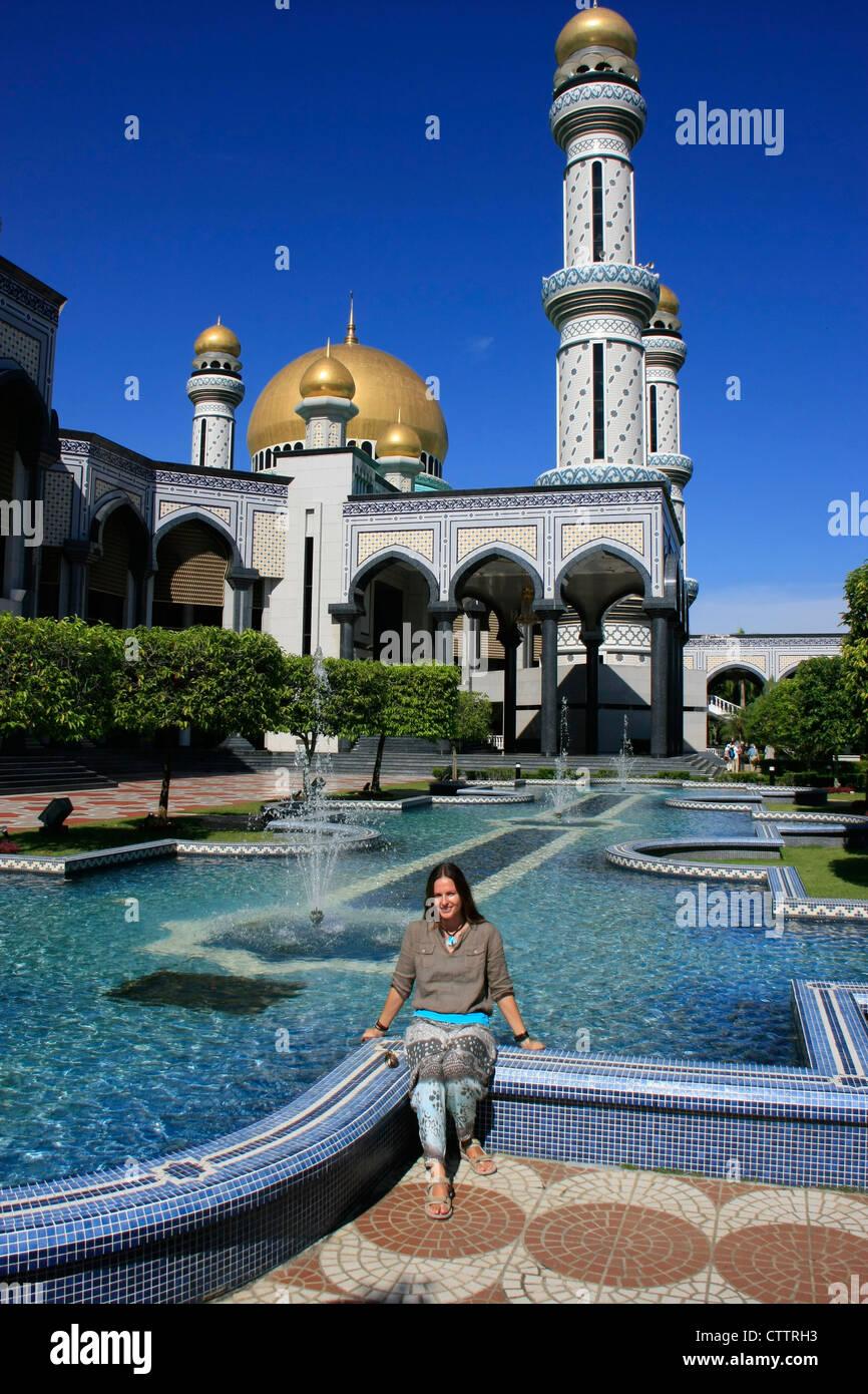 Tourist resting in front of Jame'asr Hassanil Bolkiah Mosque, Bandar Seri Begawan, Brunei, Southeast Asia Stock Photo