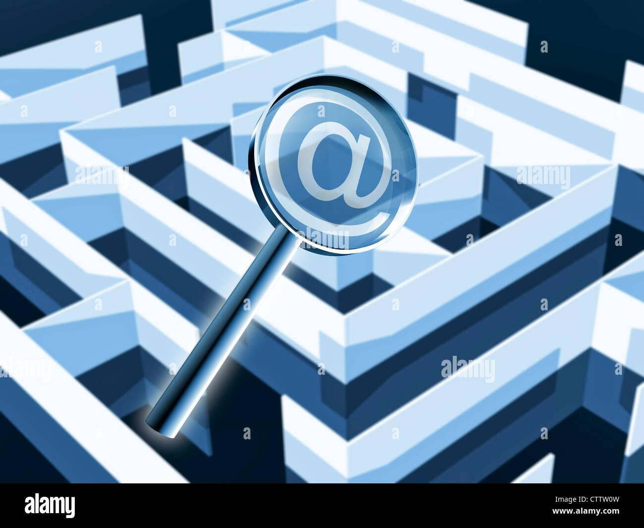 Labyrinth mit Lupe und At Zeichen - Stock Image