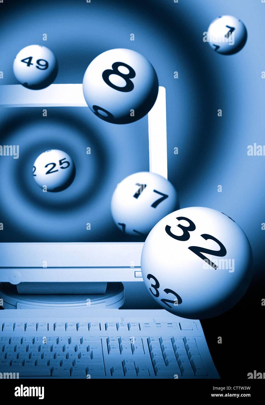 Computer mit aus dem Monitor heraus fliegenden Lottokugeln - Stock Image
