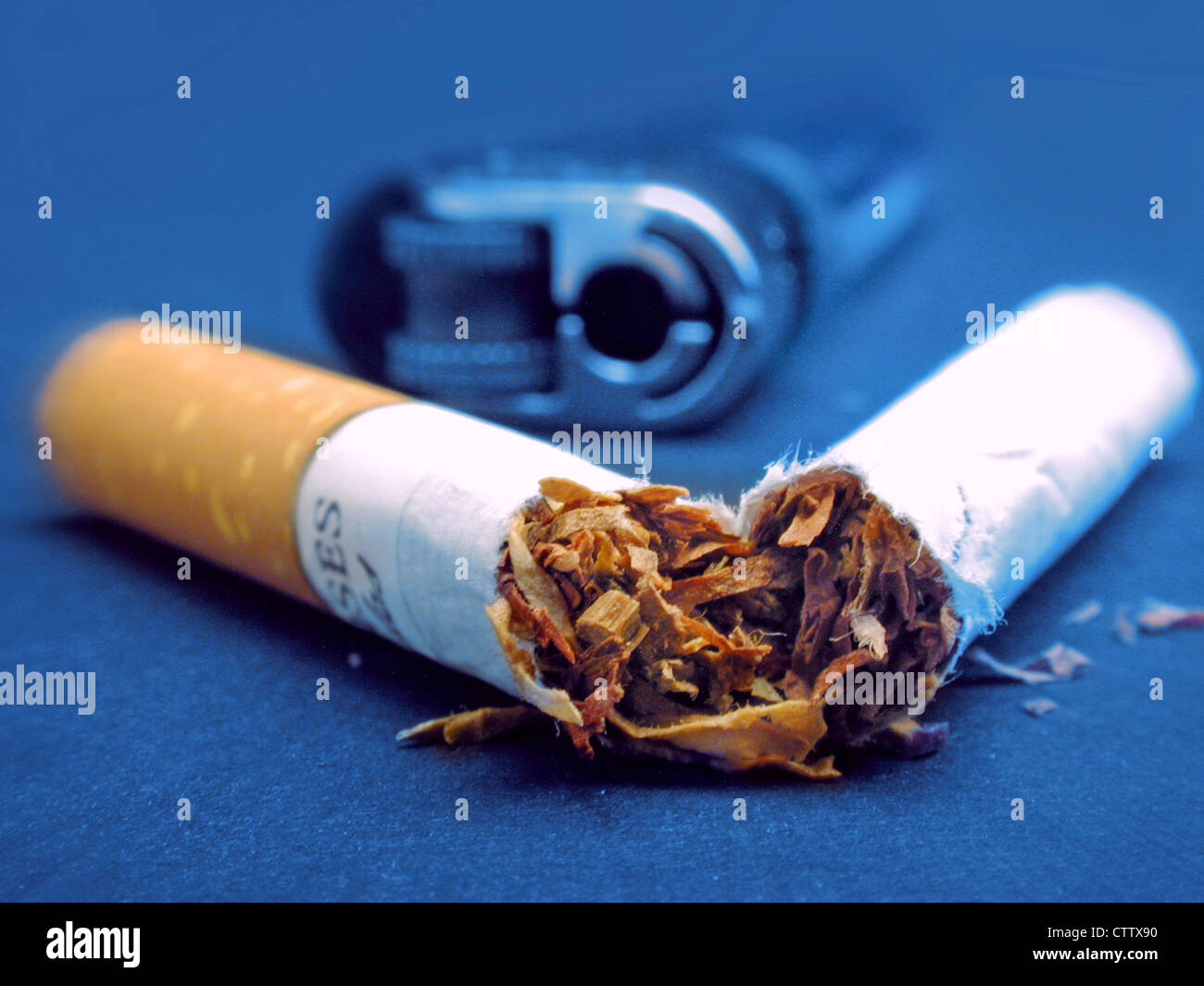 zerbrochene Zigarette - Stock Image
