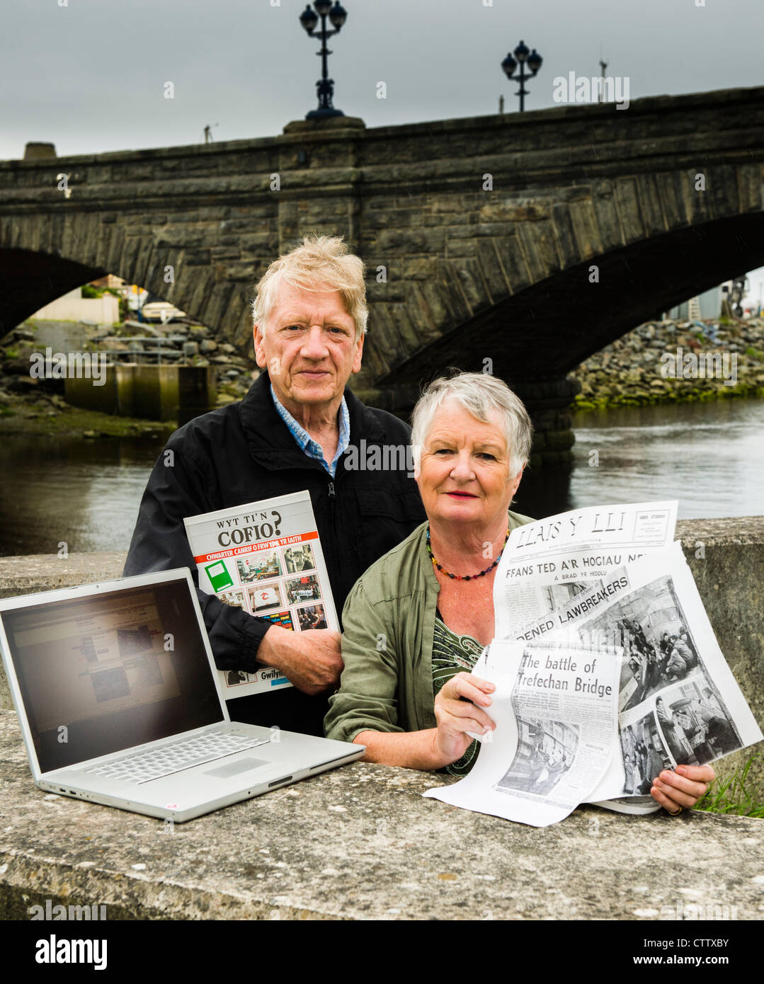 Megan and Gwilym Tudur who took part in the first ever sit-down protest by Cymdeithas yr Iaith at Trefechan Bridge - Stock Image