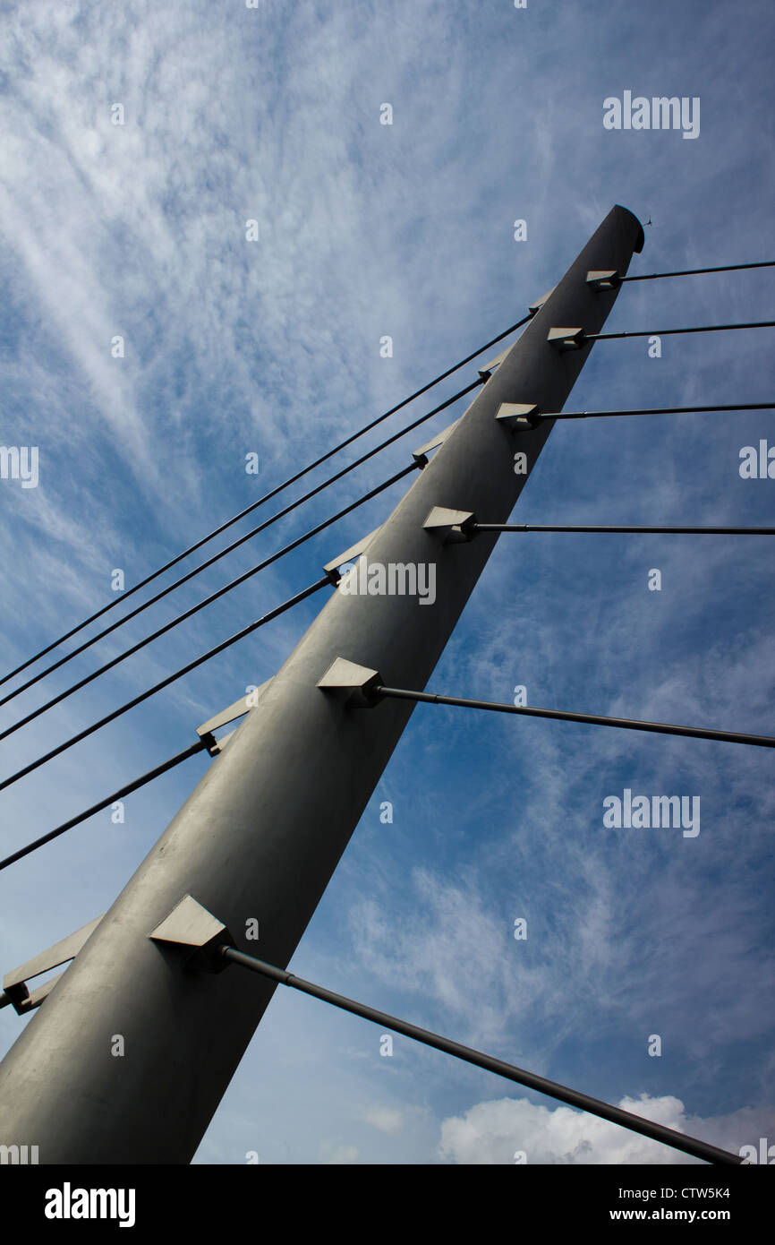 Pedestrian Bridge in London, this shows the main structural mast supporting the bridge. - Stock Image