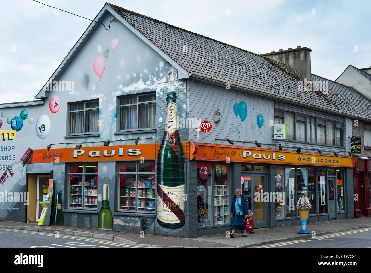 Off-licence in Donegal town, co Donegal, Republic of Ireland. - Stock Image