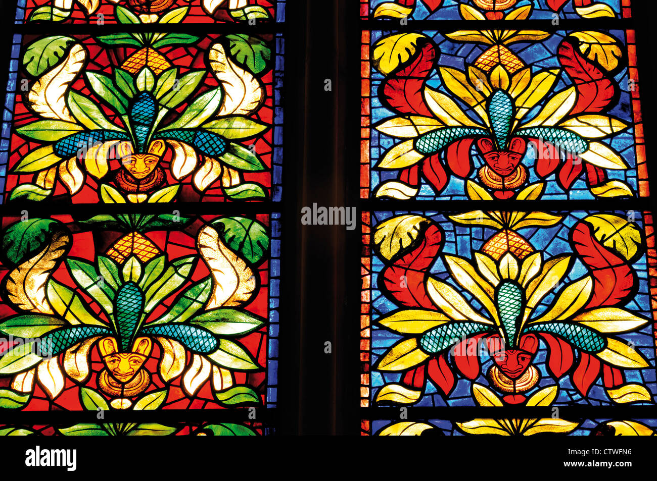 Spain: Colorful medieval glass window in the Cathedral of Leon - Stock Image
