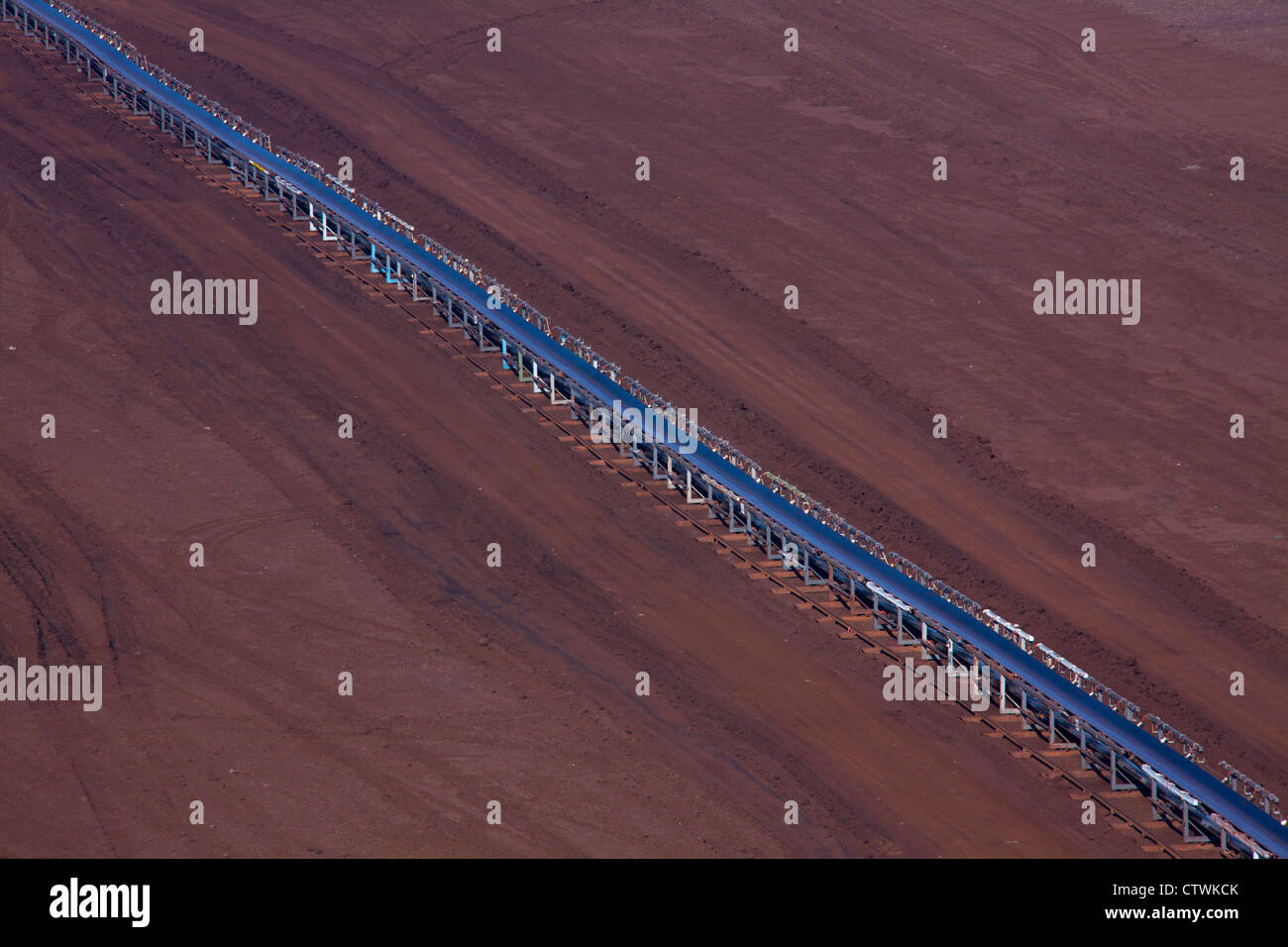 Brown coal / lignite being transported on conveyor belt at open-pit mine, Saxony-Anhalt, Germany - Stock Image