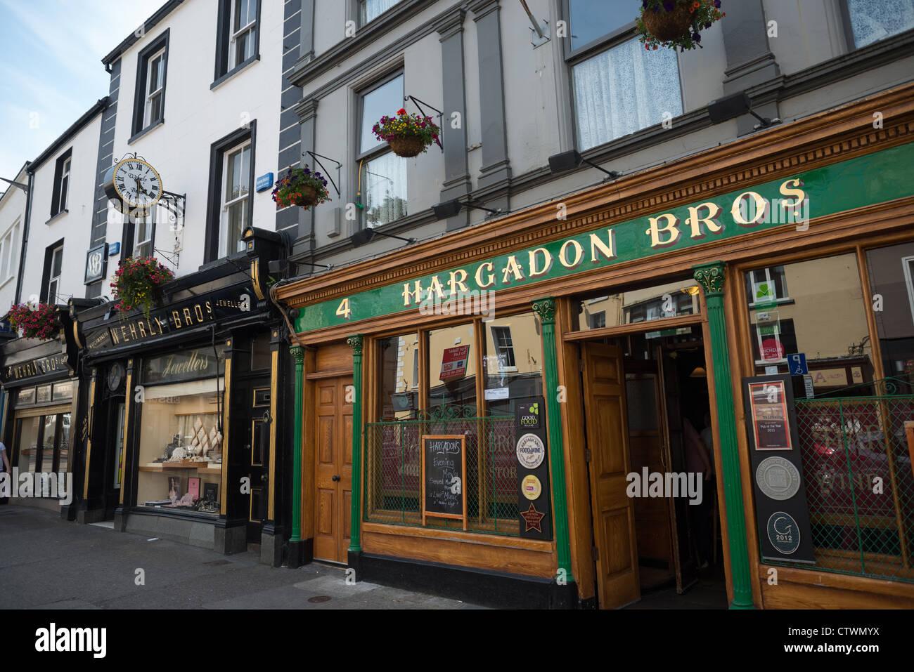 Pub and character shop fronts on O'Connell Street, Sligo town, Sligo county, Republic Ireland. - Stock Image