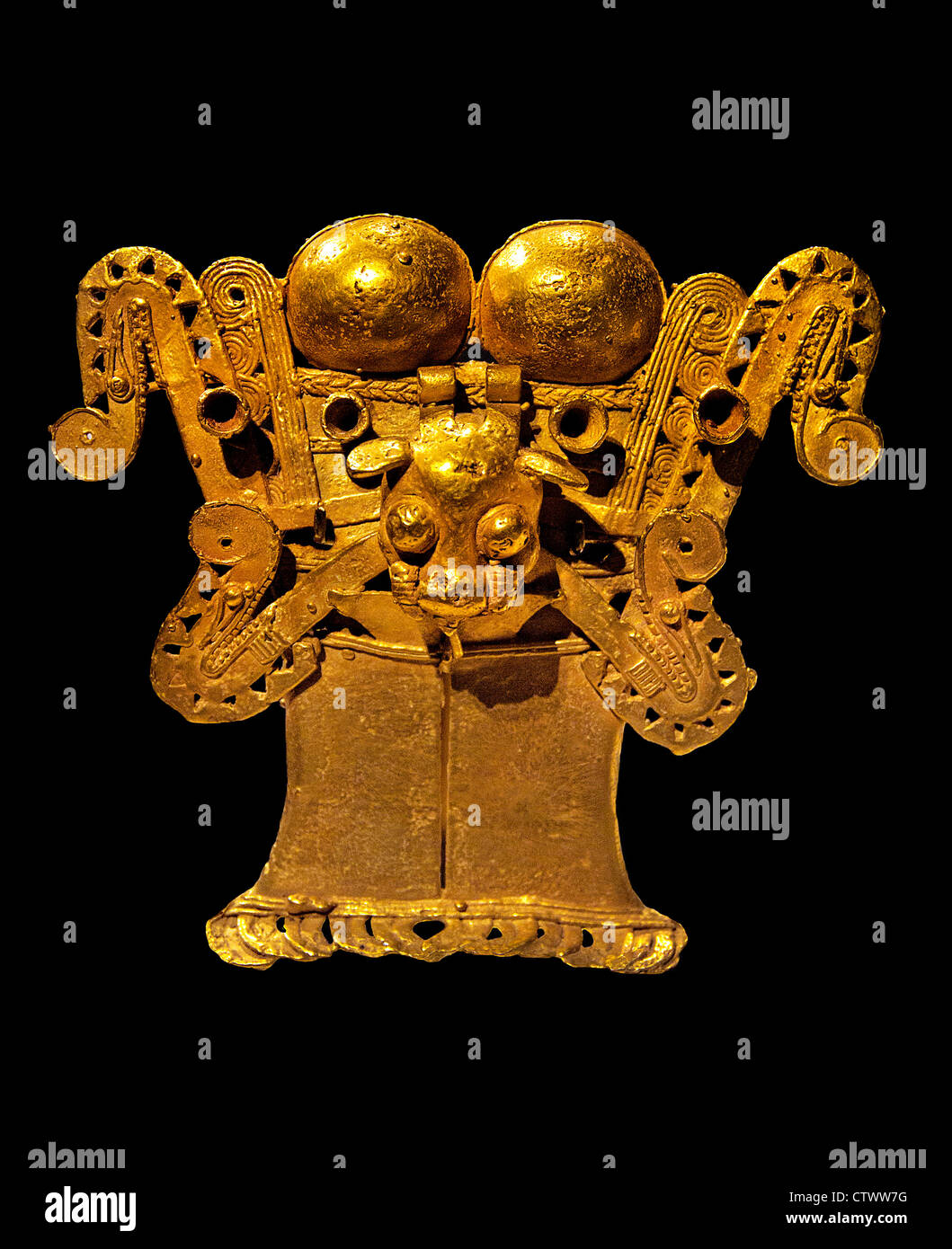 Stylized Figure Pendant 12–16 century  Panama Culture Parita Medium Gold H. 4 1/2 in. (11.43 cm) Panamas - Stock Image