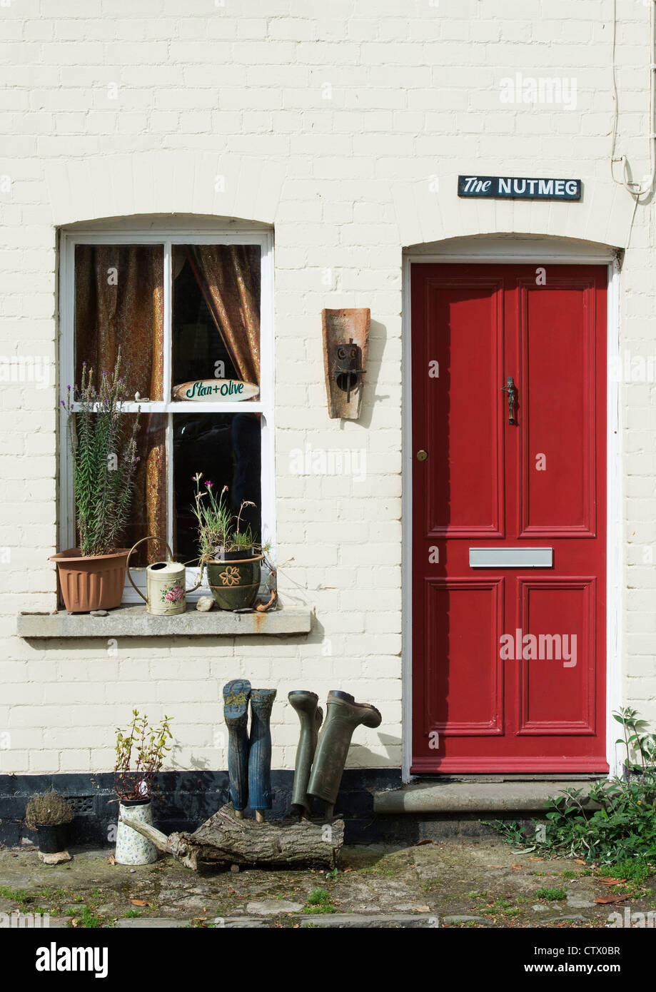 Quirky english colourful red door and house name. The Nutmeg. Eardisland. Herefordshire, England - Stock Image