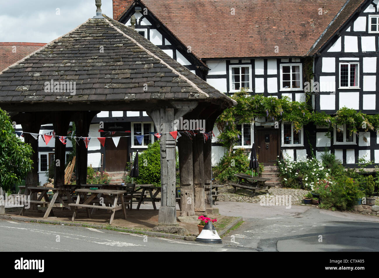 The New Inn public house. Black and White English Timber framed building. Pembridge. Herefordshire. England - Stock Image