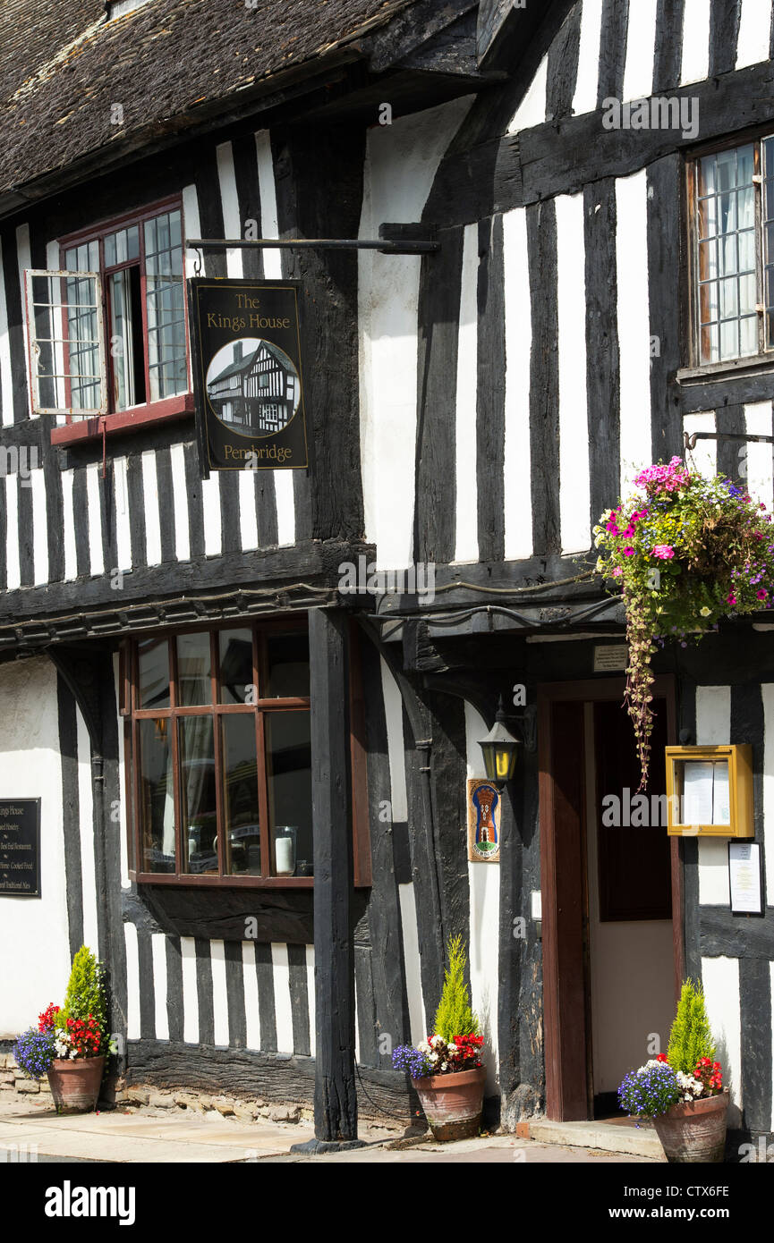 The Kings House public house. Black and White English Timber framed building. Pembridge. Herefordshire. England - Stock Image