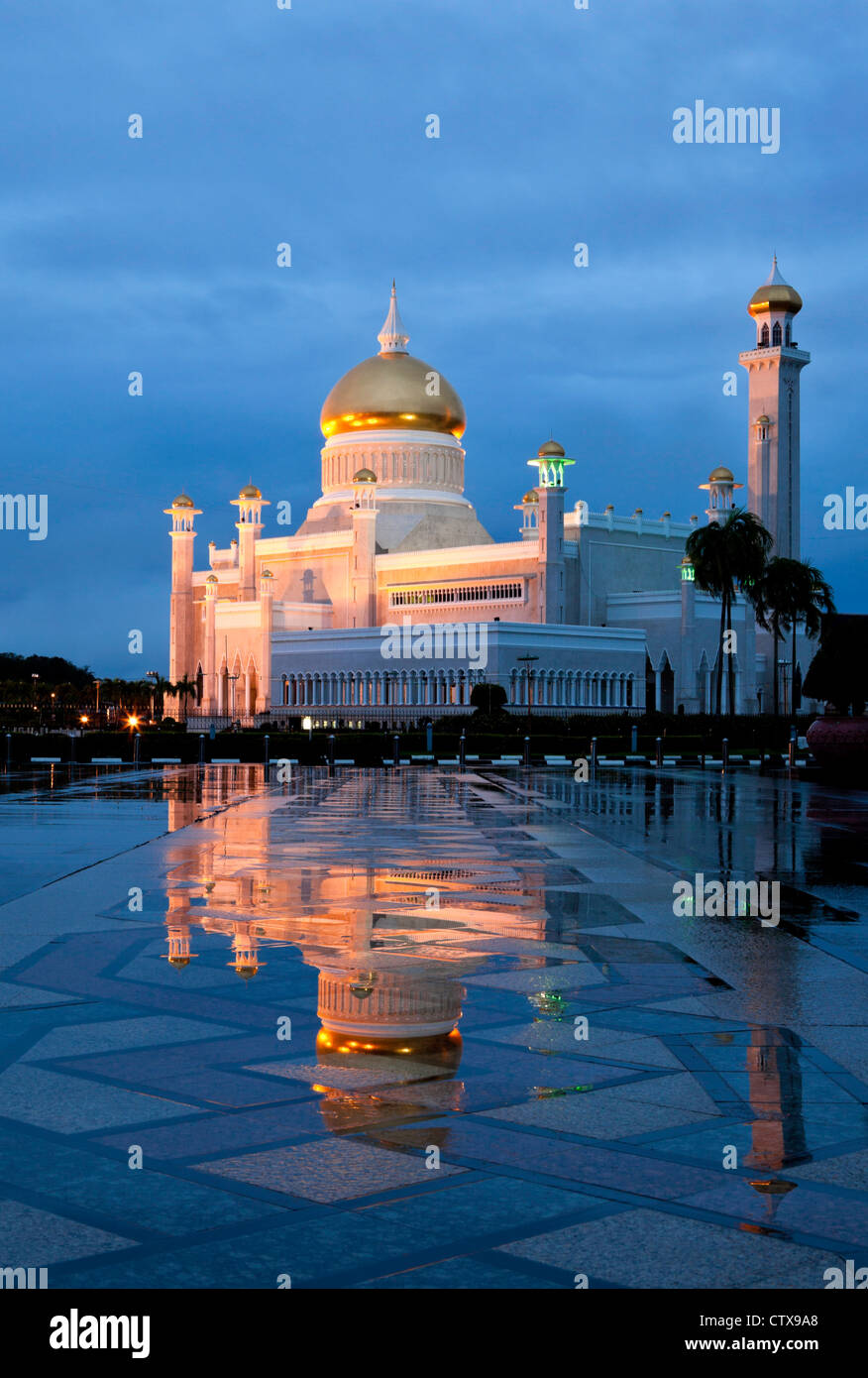 Omar Ali Saifuddien Mosque at dawn  Bandar Seri Begawan Brunei. - Stock Image