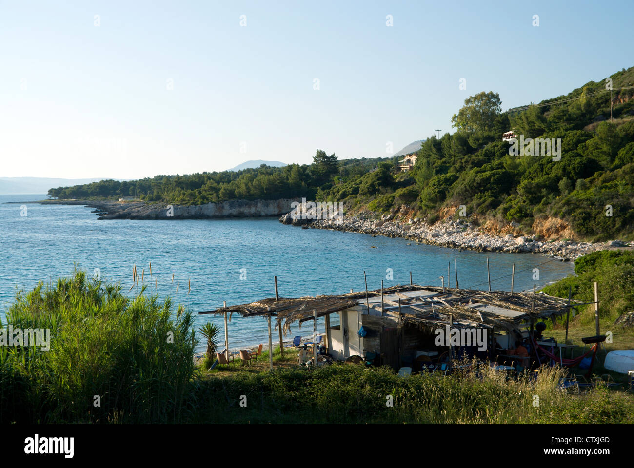 Shack/snack bar, Kalamia beach, Lassi, Argostoli, Kefalonia, Ionian Islands, Greece. - Stock Image