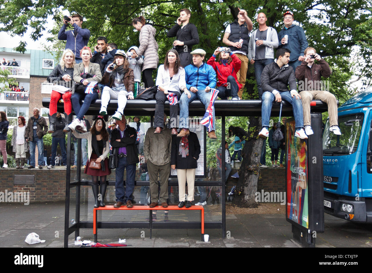 Crowds line the banks of the Thames to watch the Diamond Jubilee flotilla of one thousand ships go past Stock Photo
