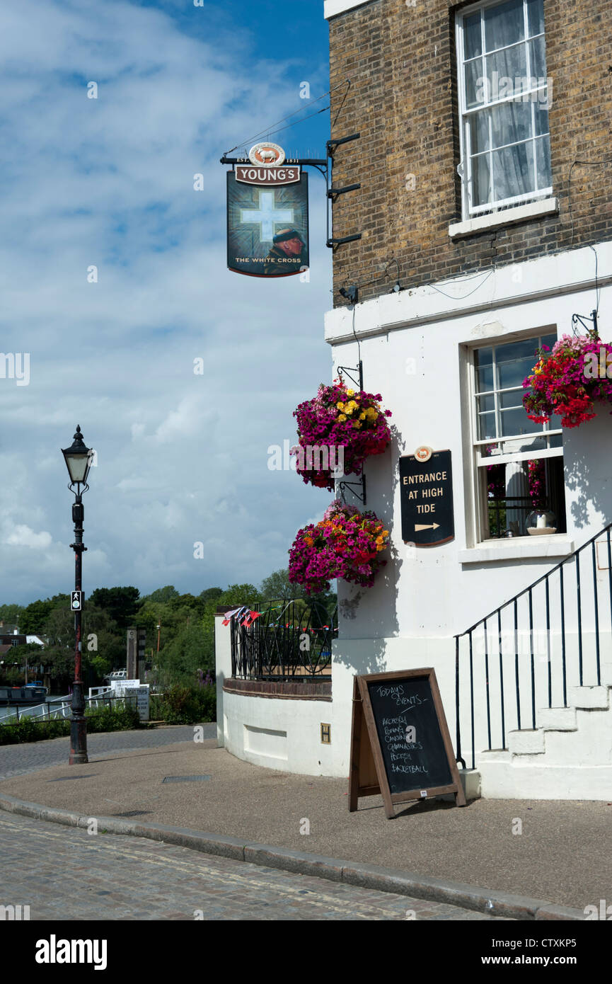 The White Cross pub on the banks of the Thames Richmond upon Thames London UK - Stock Image